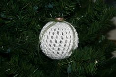 Knitted Christmas Ornament Covers by Judy Sumner free pattern on Ravelry at http://www.ravelry.com/patterns/library/knitted-christmas-ornament-covers
