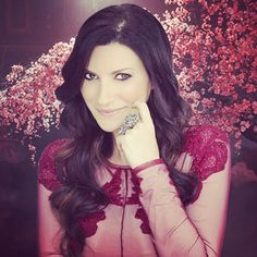 Laura Pausini looking super glam in lace and Yvone Christa