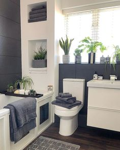 Best Gray And White Bathroom Design For Your New Bathroom Inspiration - Remodeling small bathroom can be a big challenge. Now here are lots of things that should be included. Bathroom Layout, Modern Bathroom Design, Bathroom Interior Design, Tile Layout, Dream Bathrooms, Beautiful Bathrooms, Small Grey Bathrooms, Luxurious Bathrooms, Gray And White Bathroom