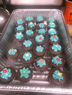 Cupcakes using the Pampered Chef easy accent cake decorator