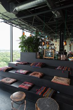 Rooftop Monkey Bar Zoo, Charlottenburg … - Hotel and Holiday Guide Restaurant Design, Restaurant Bar, Restaurant Seating, Modern Restaurant, Café Design, Deco Design, Design Ideas, Café Bar, Deco Cafe