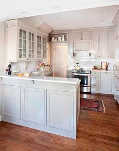 Obsessed with this kitchen's colors! Pale but not white. And the rug. And the floor. And the counters....