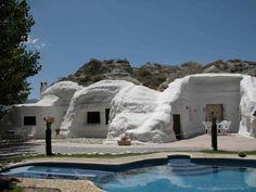 Alojamiento en cuevas en Granada http://www.turgranada.es/dormir-en-casas-cueva/casas-cueva-alojamientos.php?id_seccion=108&id_tipoalojamiento=8&Submit=BUSCAR