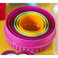 Colourful cookie cutter set - ideal for little hands #baking