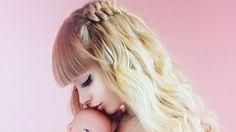 (Người đẹp) - Được mệnh danh là búp bê Barbie của nước Nga nhưng cuộc sống thật sự của Angelica Kenova lại không chỉ một màu hồng.