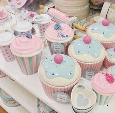 46 Trendy Ideas For Cupcakes Decoration Pink Girly Cupcake Cookie Jar, Cookie Jars, Cocina Shabby Chic, Shabby Chic Kitchen, Cute Kitchen, Kitchen Items, Kitchen Stuff, Cupcake Kitchen Decor, Pastel Kitchen Decor