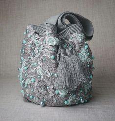 Fashion Handbags, Purses And Handbags, Felt Clutch, Pink Panter, Tapestry Crochet Patterns, Potli Bags, Burlap Bags, String Bag, Russian Fashion