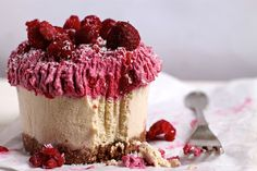 The classic combination of raspberry & white chocolate always hits the spot, but is usually laden with refined-sugar, fat and nasty additives that leave us feeling like a bag of wet cement - but not this bad boy!