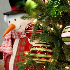 christmassnowmandecorating.jpeg by ChristmasSpecialists, via Flickr