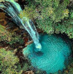 Vale da Lua, Cachoeira dos Dragões... é cada lugar doido, bicho.