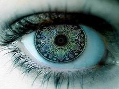 Purple eyes - Beauty Tips, Caring and Eye Makeup Tips For Blue Eyes Linkin Park, Pretty Eyes, Cool Eyes, Beautiful Eyes Color, Amazing Eyes, Gorgeous Eyes, Beautiful Things, Beautiful People, Human Eye