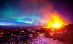 Cuando la erupción de un volcán se produce durante la aurora los resultados son espectaculares.