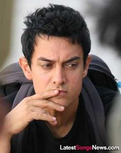 Aamir Khan - the Bollywood super-star who has taken on an admirable image of a matured celebrity with a 'welfare' mind. Famous Indian Actors, India Actor, Sr K, Actors Images, Actor Photo, Bikini Images, Famous Singers, Movie List, Bollywood Stars