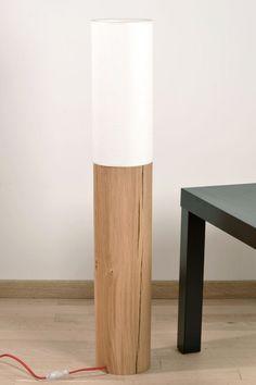 Lumetto 90 Orbis, lampadaire design en bois massif La Lumetto 90 Orbis est un lampadaire en bois alliant la robustesse du chêne à la légèreté du lin. Elle reprend le design de la Lumetto 90 en y ajoutant une touche de douceur avec son arrondi. Sa qualité et son vaste choix de coloris en font un lampadaire qui saura s'adapter à votre intérieur.   Pied en chêne massif, abat-jour en lin.  H : 90 cm, D: 15 cm, poids : 8,6 kg.  Nous appliquons manuellement comme sur chacun des produits Blumen une…