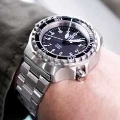 #tauchmeister #T0046 German divers watch with this cool #MiLTAT 21.5mm Hexad Oyster watch bracelet #strapcode