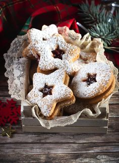 Christmas Desserts, Christmas Cookies, Biscuits, Cookie Recipes, Dessert Recipes, Minnie Mouse Birthday Cakes, Linzer Cookies, Ice Cream Pies, Food Decoration