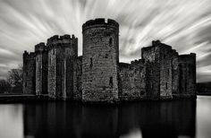 16 Magnificent Black and White Photos of Castles and Bridges - My Modern Met