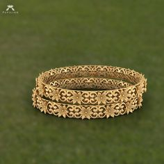 The look of petals in melted gold is soulful jewelry that you need to add to you… - Gold Jewelry Gold Bangles Design, Gold Jewellery Design, Designer Bangles, Jewellery Box, Gold Rings Jewelry, Pendant Jewelry, Quartz Jewelry, Jewelry Stand, Pandora Jewelry