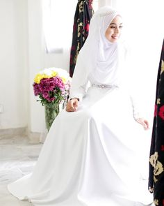White bridal gown There are different rumors about the real history of the wedding dress; Malay Wedding Dress, Muslim Wedding Gown, Muslimah Wedding Dress, Muslim Wedding Dresses, Hijab Bride, Muslim Brides, Designer Wedding Dresses, Wedding Attire, Bridal Dresses