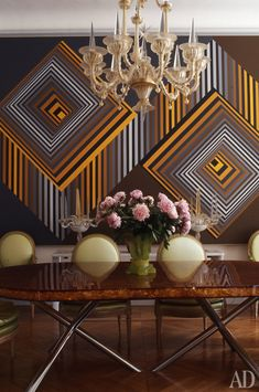 Gold and grey. The pink flower arrangement takes one aback with its pastel pink