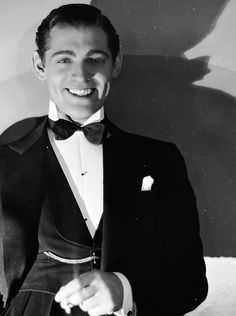 Clark Gable photographed by George Hurrell pre/during his Hollywood makeover..