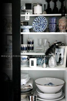 HOUSE of IDEAS black cabinet http://myhouseofideas.blogspot.de/2014/04/flea-market-fund.html