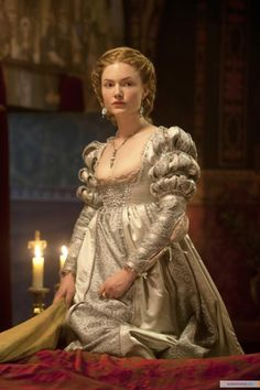 Lucrezia Borgia - Holliday Grainger in The Borgias, set between 1492 and 1500 (TV series 2011-2013).