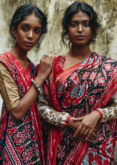 beech mein tera junoon — Tales of Patan // Naomi Janumala and Poulami Das India Beauty, Asian Beauty, Beautiful Black Women, Beautiful People, Indiana, Indian Aesthetic, Dark Skin Beauty, Indian Beauty Saree, Brown Girl