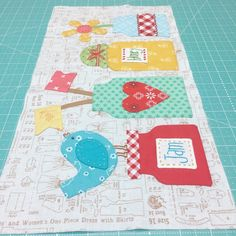 Week 3 Tutorial: Bee Happy Sew Along – Riley Blake Designs Colchas Quilt, Farm Quilt, Applique Quilts, Quilt Blocks, Small Quilts, Mini Quilts, Baby Quilts, Quilting Projects, Sewing Projects