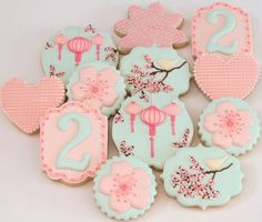 These beautiful cookies are made by Miss Biscuit No Bake Sugar Cookies, Sugar Cookie Frosting, Fancy Cookies, Iced Cookies, Cute Cookies, Cupcake Cookies, Cookies Et Biscuits, Crazy Cookies, Blossom Cookies