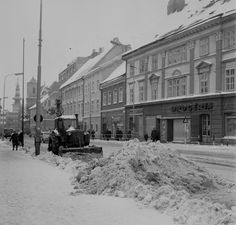 Bratislava, Budapest Hungary, Old Photos, Nostalgia, Street View, Snow, In This Moment, Retro, City