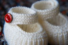 Teeny Tiny Mary Janes Slippers By Annie Cholewa - Free Knitted Pattern - (anniecholewa)