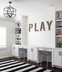 Clean lines, airy and light play room. This desk setup is so inviting. And LOVING the pop of color in the PLAY sign.