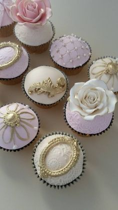 Fancy cupcakes by Leyara Cakes
