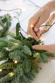 Tie the pine garland with a string of lights yourself - Christmas decorations for the table and door Tie a pine garland with a string of lights – Christmas decoration for table and door Minimal Christmas, Simple Christmas, Christmas Diy, Xmas Theme, Christmas Themes, Decoration Table, Xmas Decorations, Holiday Tree, Holiday Fun