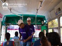 """EL MEJOR HOTEL DE PUERTO VALLARTA. Miles de personas ya conocen el propósito de la campaña """"Con mi sonrisa… ¡hago la diferencia!"""". El Secretario de Turismo de Jalisco, Enrique Ramos Flores y  el Director del Fideicomiso de Turismo, Agustín Álvarez Valdivia, dieron a conocer la importancia de esta campaña en la vía pública, repartiendo volantes y demostrando una buena actitud reflejada en sonrisas. En Best Western Plus Suites Puerto Vallarta, ponemos a su disposición nuestras instalaciones…"""