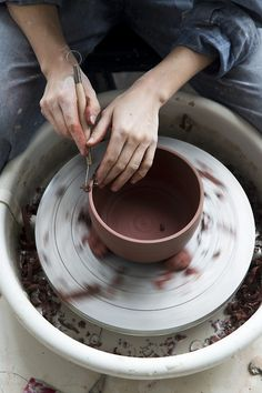 Learn how to make pottery on a potters wheel. Ceramic Pottery, Ceramic Art, Slab Pottery, Pottery Vase, Ceramic Mugs, Ceramic Bowls, Ceramic Studio, The Bright Sessions, A Well Traveled Woman
