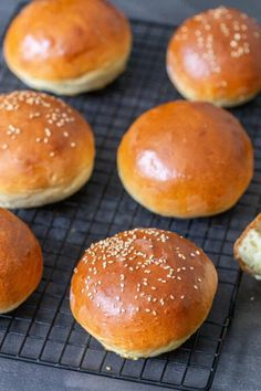 Simple Yakisoba Noodles Recipe - Momsdish Pastry Dough Recipe, Puff Pastry Dough, Brioche Bread, Bread Bun, Beef Lo Mein Recipe, Protein Burger, Macarons, Homemade Brioche, Easy Meals