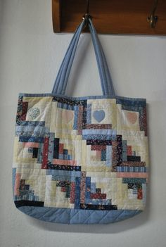 Apply quilt blocks to existing tote Quilted Tote Bags, Patchwork Bags, Fabric Purses, Fabric Bags, Bag Quilt, Bag Pattern Free, Denim Bag, Purse Patterns, Big Bags