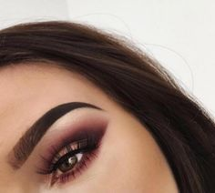 Tips para usar el maquillaje para aclarar tus ojos