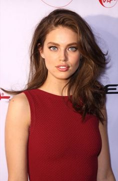 Creative ideas regarding excellent looking women's hair. Your own hair is usually just what can easily define you as a man or woman. To a lot of individuals it is usually important to have a great hairstyle. Hairstyles For Round Face. Hair and beauty. Emily Didonato, Real Beauty, Beauty Women, Hair Beauty, Modelo Emily, Brunette Beauty, Face Hair, Pretty Face, Hair Inspo