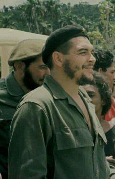 #تشي جيفارا Che Guevara Photos, Cuban Leader, Cuba History, Celebridades Fashion, Ernesto Che Guevara, Good Old Times, Fidel Castro, Free Mind, Iconic Photos