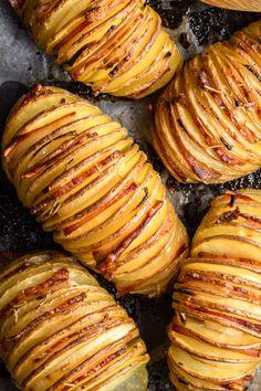 Ziemniaki hasselback z boczkiem i cebulą składników) B Food, Good Food, Yummy Food, Tasty, Gourmet Recipes, Healthy Recipes, Cannelloni, Food Platters, Roasted Tomatoes