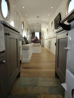 Otters Boat Hire - Proof a narrow boat doesn't have to be a caravan on water. Barge Interior, Yacht Interior, Interior Modern, Modern Luxury, Kitchen Interior, Modern Contemporary, Interior Design, Small Space Living, Small Spaces