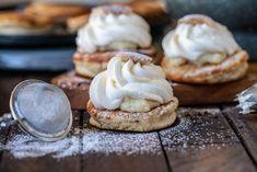 Krabbelursemla – Snabb hembakad semla! | Fredriks fika - Allas.se Semlor, Bread Cake, Fika, Different Recipes, Delicious Desserts, Sweet Tooth, Sweet Treats, Cheesecake, Food And Drink