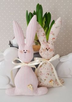 Cute Easter bunny couple in the trendy country house style! Cute Easter bunny couple in the trendy country house style! You can hang them on a large Easter bou Bunny Crafts, Felt Crafts, Easter Crafts, Fabric Crafts, Crafts For Kids, Sewing Toys, Sewing Crafts, Sewing Projects, Easter Projects