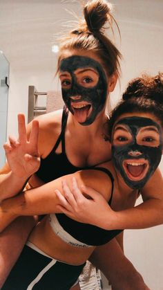 VSCO Girls Best Friends Funny Sleepover Face Masks Aesthetic Besties Photo Poses Ideas Summer Casual - Source by jjperlewitzz - outfits 2020 Photos Bff, Best Friend Photos, Best Friend Goals, Cute Photos, Bff Pics, Funny Pictures, Party Pictures, Wedding Pictures, Group Pictures
