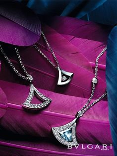 Bulgari has just unveiled its exquisite Divas' Dream jewelry collection, which was inspired in its design by the mosaics of ancient Rome. Bulgari Jewelry, Bali Jewelry, Jewelry Ads, Photo Jewelry, Luxury Jewelry, Jewelry Design, Modern Jewelry, Jewellery Advertising, Fancy Watches