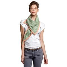sjaal_shawl-pom-amsterdam-sp6044-mellow-green-406-model.jpg (320×320)