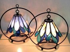 Lámparas tiffany 201 Stained Glass Lamps, Stained Glass Designs, Stained Glass Projects, Stained Glass Patterns, Stained Glass Windows, Mosaic Glass, Fused Glass, Lampe Retro, Resin Wall Art